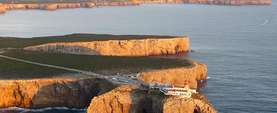 Christine, guide indépendante à Faro dans le Sud du Portugal, nous gide sur les sentiers de l'Algarve au Cap Saint Vincent