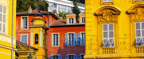 La vielle ville de Nice, aux ruelles et immeubles très colorés