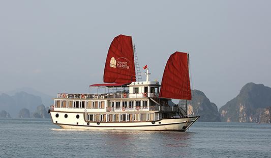 Secret d'Halong - Jonque traditionnelle d'amica travel pour une croisière intimiste en Baie d'Halong