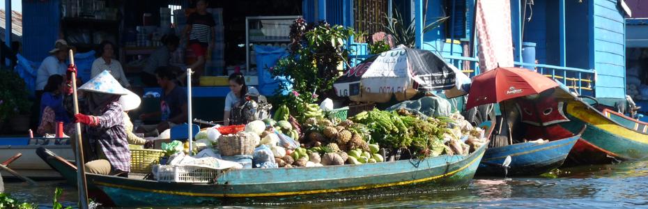 Marché flottant au Cambodge.