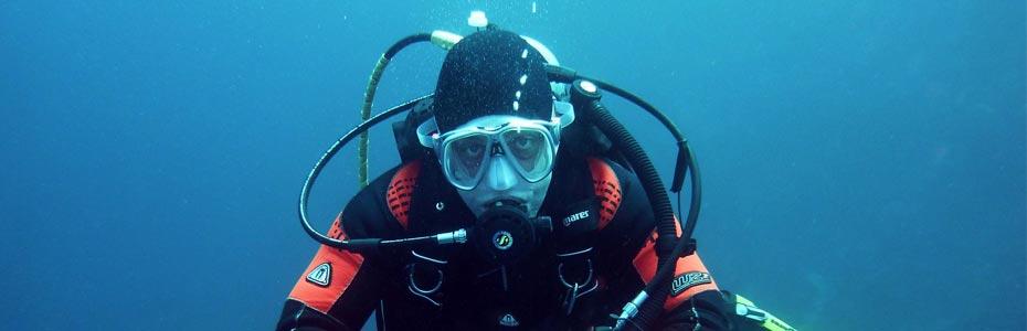 Un moniteur en excursion plongée.