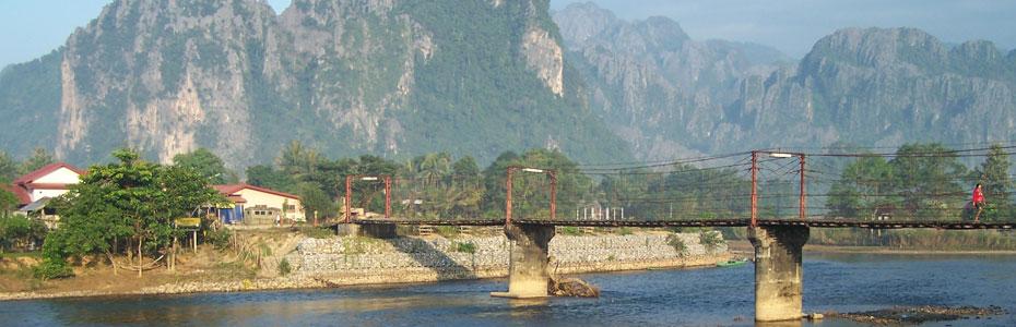 Le pont de Vang vieng.