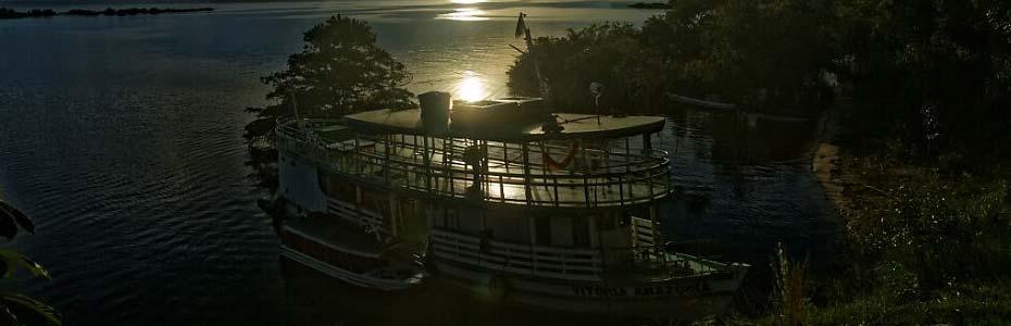 Bateau de croisière en Amazonie.