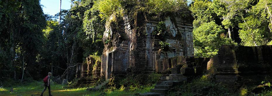 visite de temples anciens au Cambodge